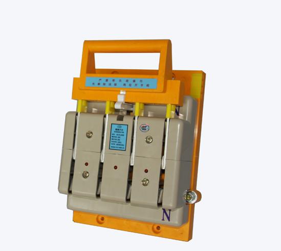 作为在有电压,无电流情况下,分合电路,隔离电源并短路接地保护时使用